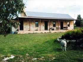 Mt Dutton Bay Woolshed Heritage Cottage - Accommodation Port Macquarie