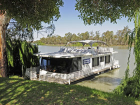 Moving Waters Self Contained Moored Houseboat - Accommodation Port Macquarie
