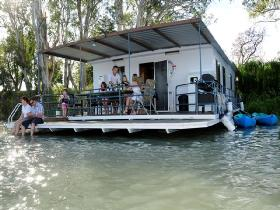 The Murray Dream Self Contained Moored Houseboat - Accommodation Port Macquarie