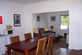 Giants' Table and Cottages - Accommodation Port Macquarie