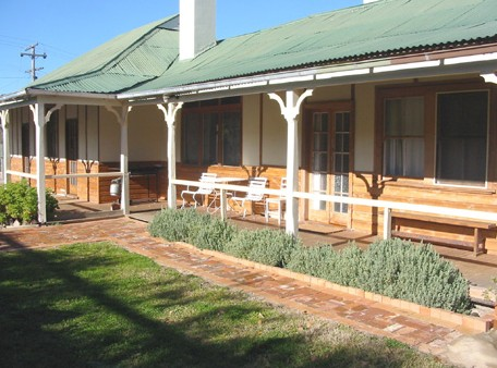 Gundagai Historic Cottages Bed and Breakfast - Accommodation Port Macquarie