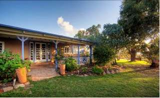 James Farmhouse and Rose Cottage - Accommodation Port Macquarie