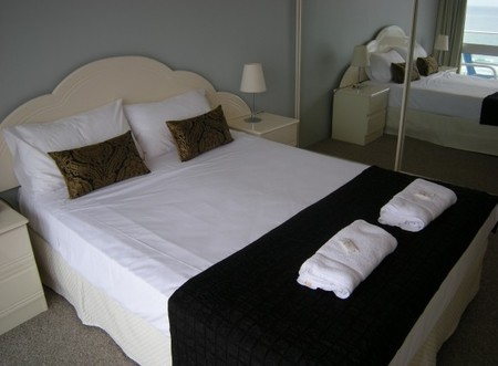 Pacific Regis Beachfront Apartments - Accommodation Port Macquarie