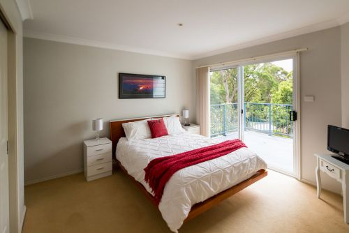 The Lake Limo - Accommodation Port Macquarie