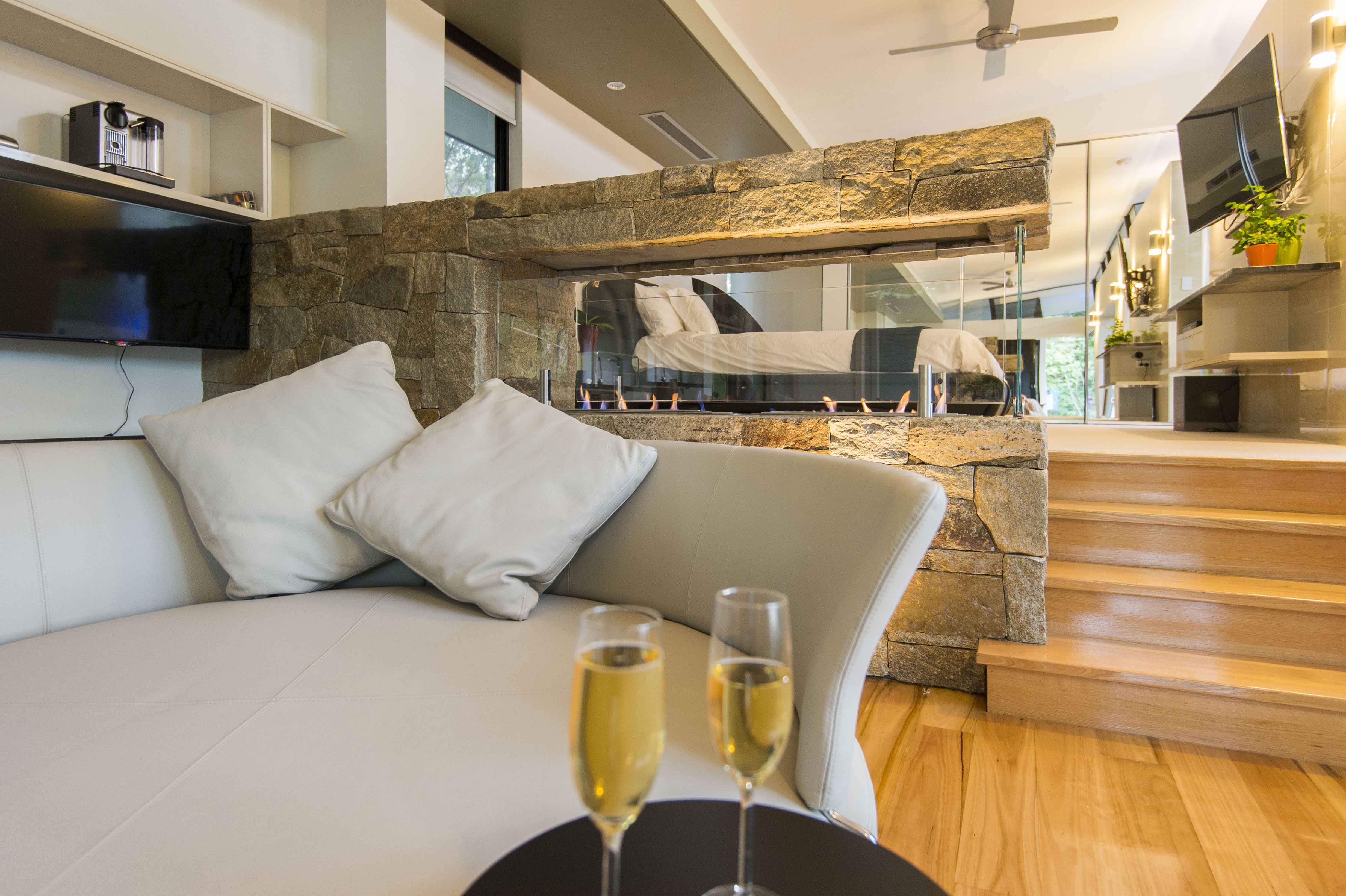 The Feathered Nest - Luxury Wildlife Retreat - Accommodation Port Macquarie
