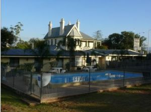 Airlie House Motor Inn - Accommodation Port Macquarie