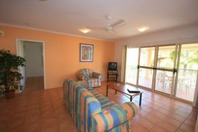 Beach Court Holiday Villas - Accommodation Port Macquarie