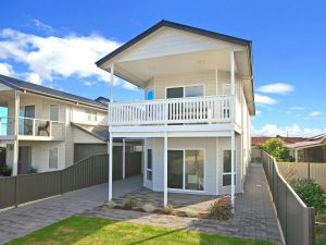 Century 21 SouthCoast White Caps - Accommodation Port Macquarie