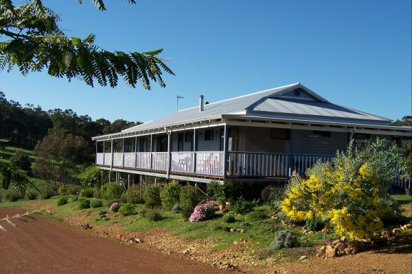 Blue House Bed and Breakfast - Accommodation Port Macquarie