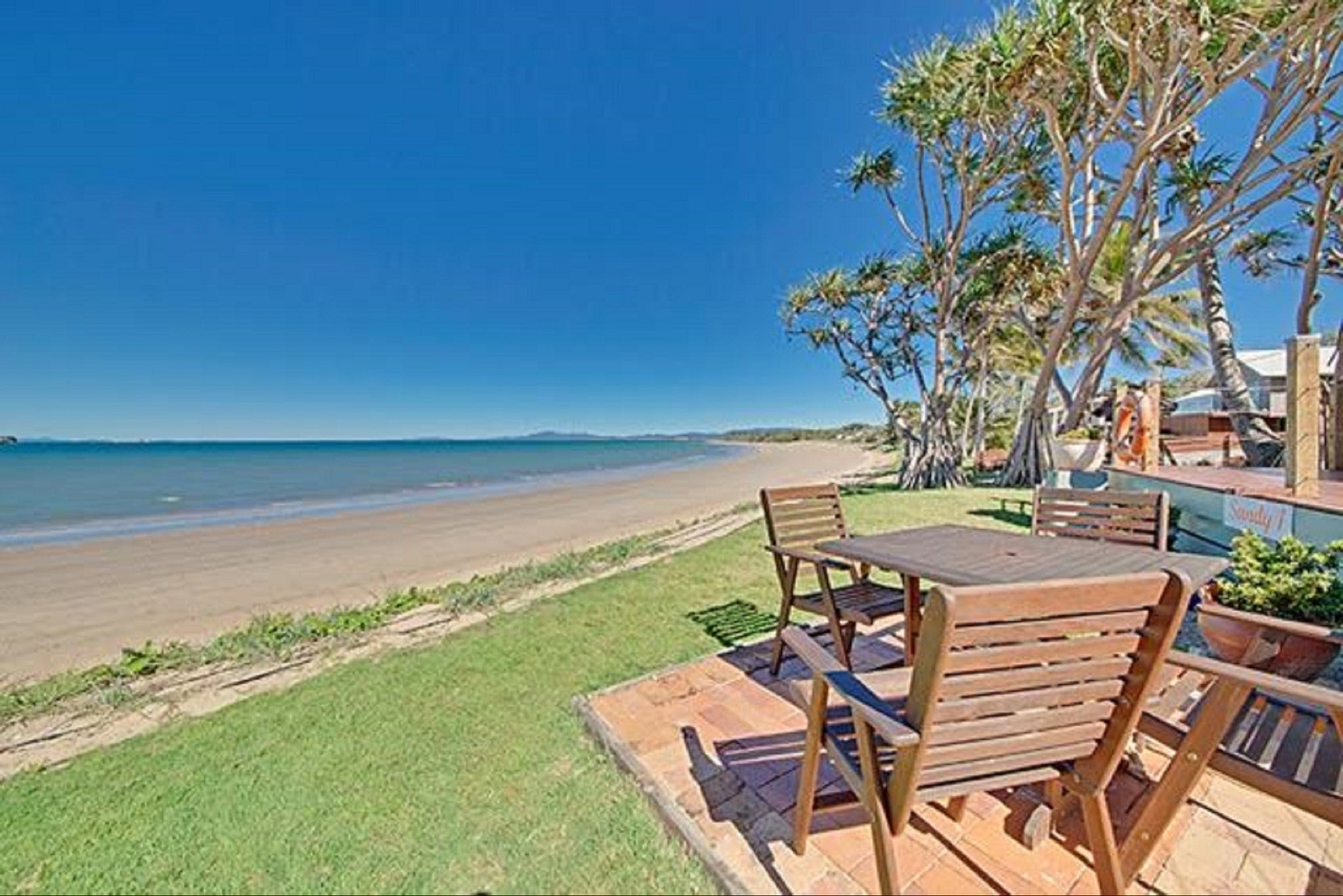 Beachfront Zilzie Holiday Home and Cottage - Accommodation Port Macquarie