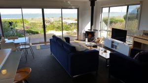 Coorong Waterfront Retreat - Accommodation Port Macquarie