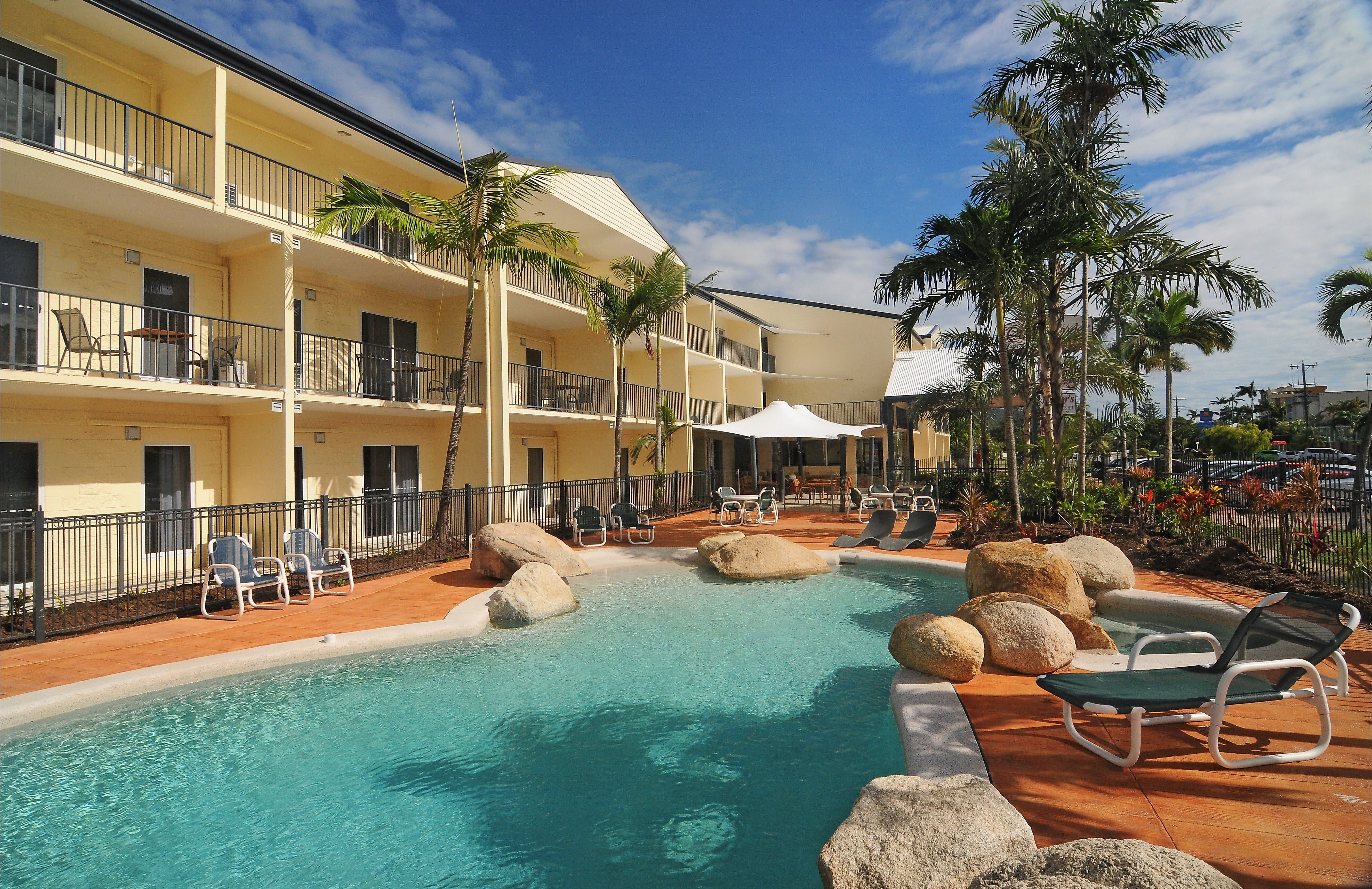 Cairns Queenslander Hotel and Apartments - Accommodation Port Macquarie