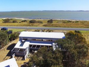 Coorong Aurora - Breathtaking Waterfront Escape - Accommodation Port Macquarie