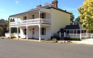 The White House Carcoar - Accommodation Port Macquarie