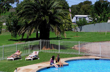Swan Hill Holiday Park - Accommodation Port Macquarie