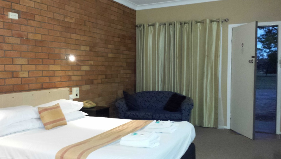 AA Hilldrop Motor Inn - Accommodation Port Macquarie