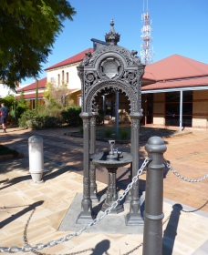 Witcombe Fountain - Accommodation Port Macquarie
