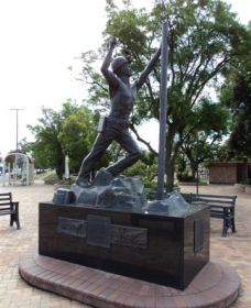 Miners Memorial Statue - Accommodation Port Macquarie
