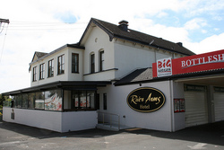 River Arms Hotel - Accommodation Port Macquarie