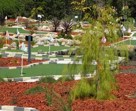 Hole Mini Golf - Club Husky - Accommodation Port Macquarie