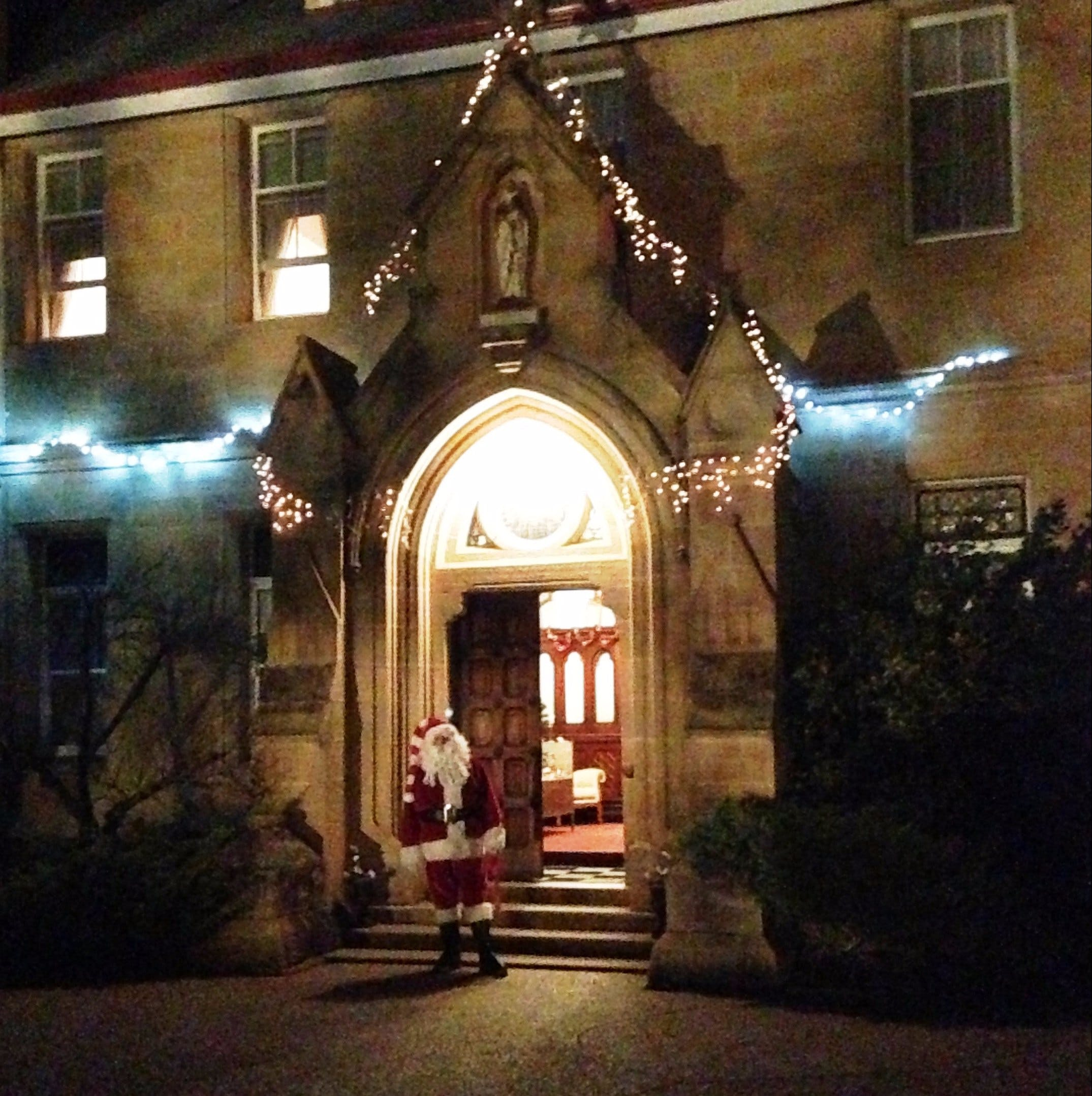 Abbey of the Roses - Christmas in July - Accommodation Port Macquarie