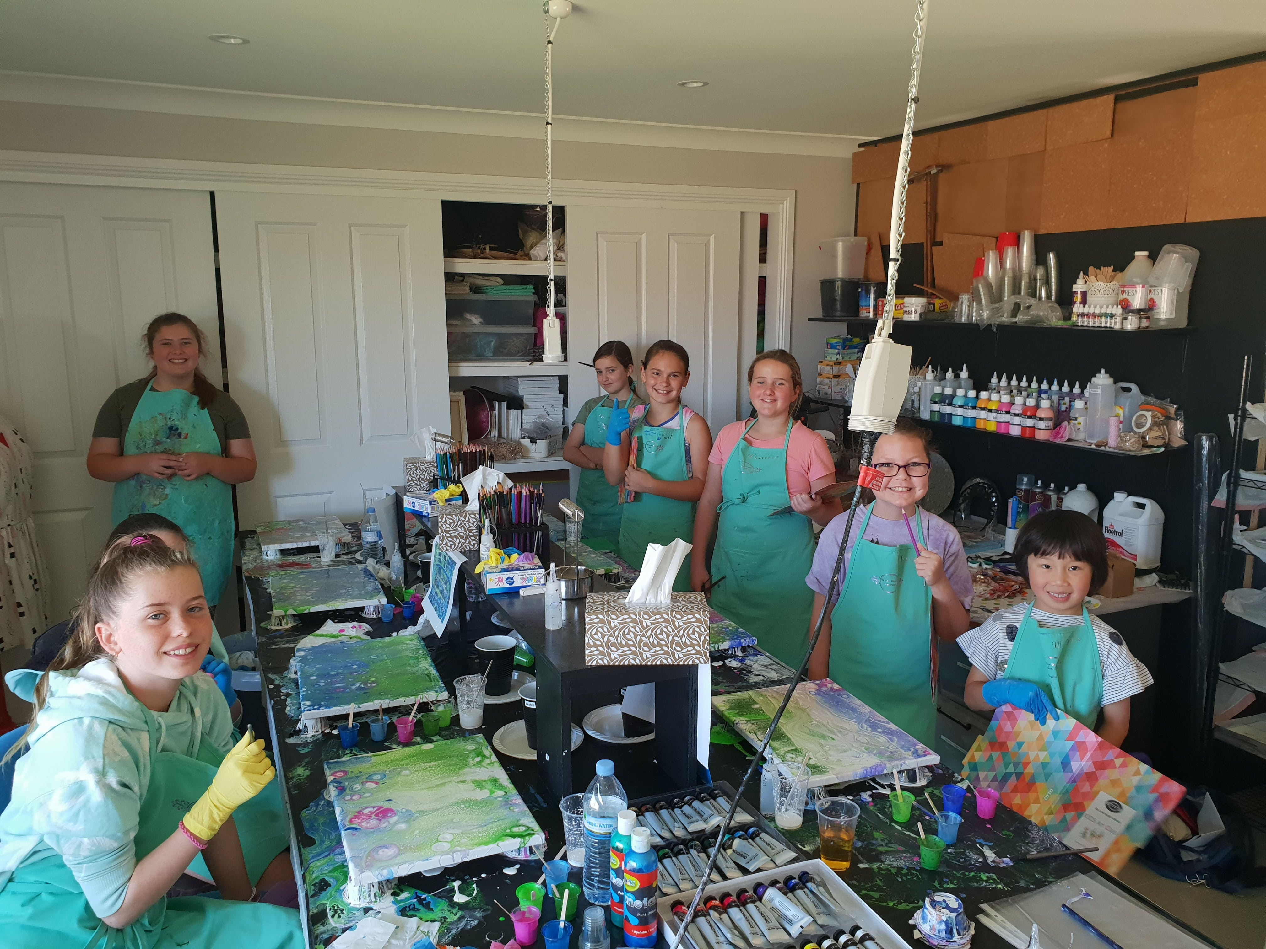 School holidays - Kids art class - Painting - Accommodation Port Macquarie
