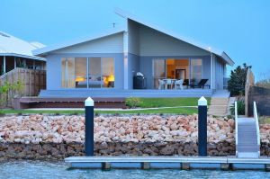The Carnarvon Luxury Canal Home - Accommodation Port Macquarie